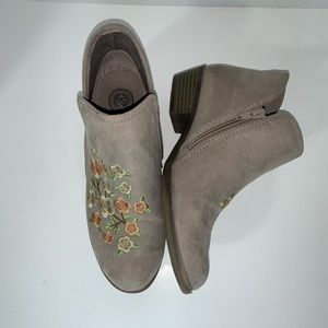 So Memestone embroidered ankle booties